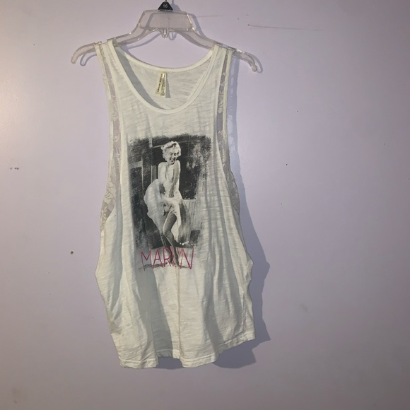 Color Story Tops - Marilyn Monroe T-shirt! Size SMALL.
